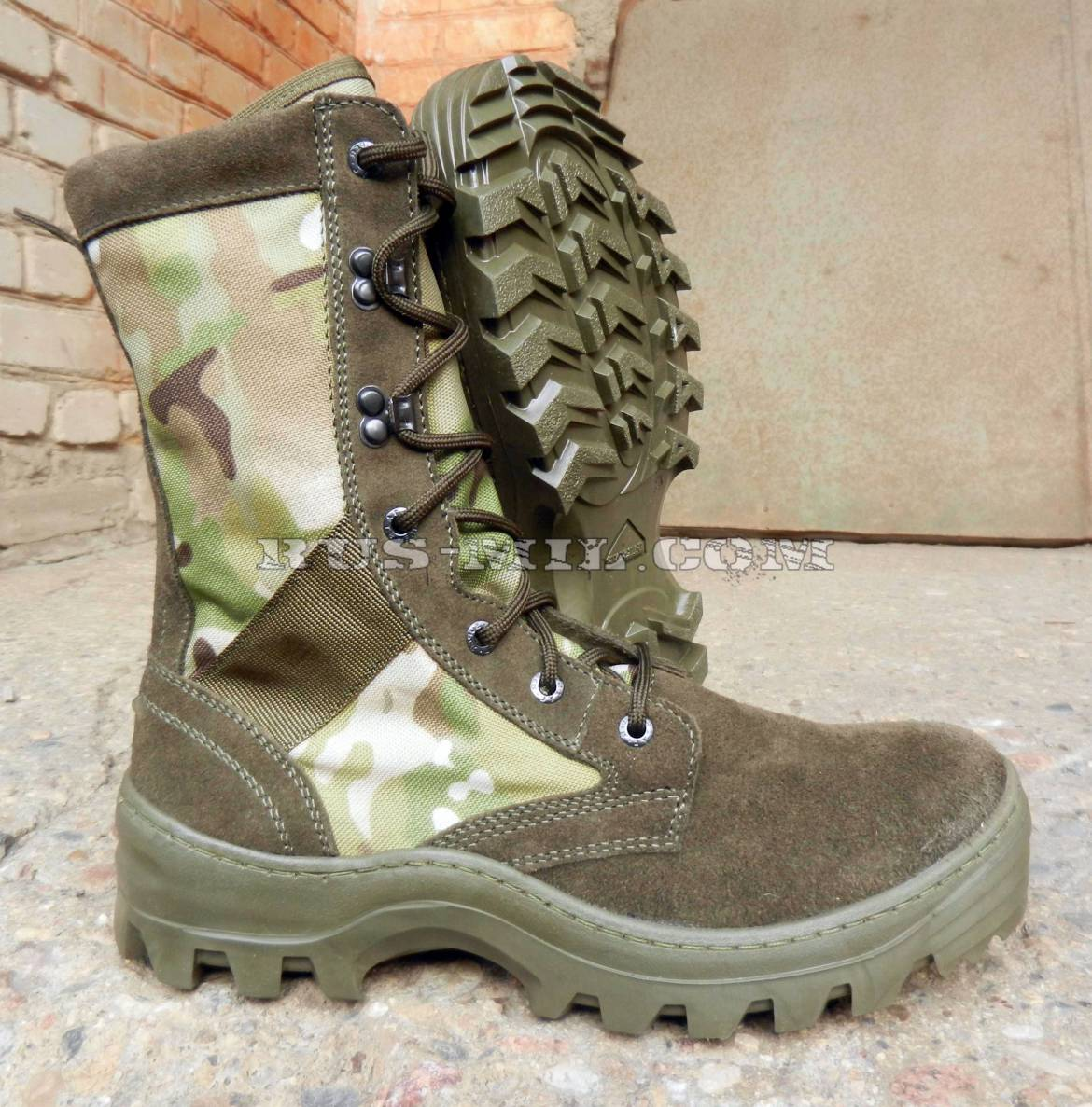 Boots-Garsing-with-high-berets-516-MO-multicam-Shot-multicam.jpg